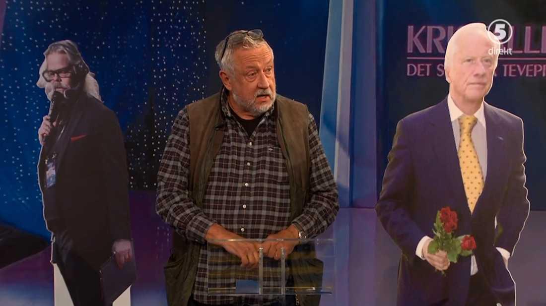 "Leif GW Persson håller sitt tacktal i ""Breaking news""."