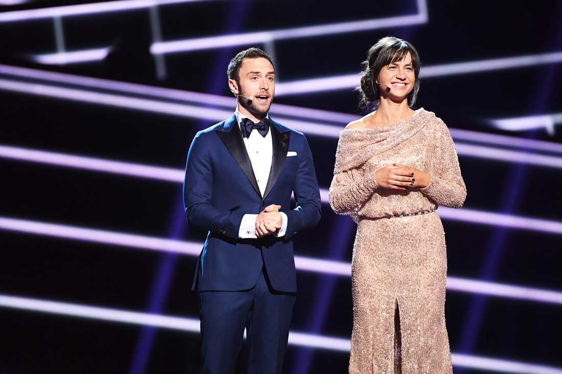 Måns Zelmerlöw med Petra Mede som programledare under Eurovision song contest i Stockholm 2016.