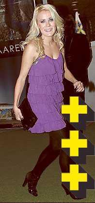 Josefine Öqvist En syrénlila volangklänning i sommarmodell hade kanske inte varit mitt galaval. Söta Josefine kan dock bära upp det mesta. Ett extra plus för Dallas-lockarna och den chica kuvertväskan.