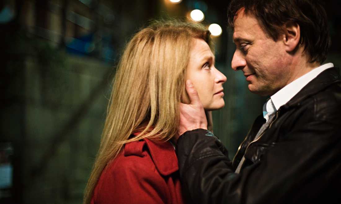 """Lena Endre och Michael Nyqvist i """"Män som hatar kvinnor""""."""