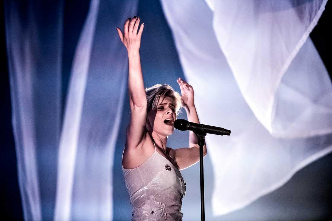 Robyn hade en hemlig konsert i Nacka, i Stockholm under lördagskvällen.