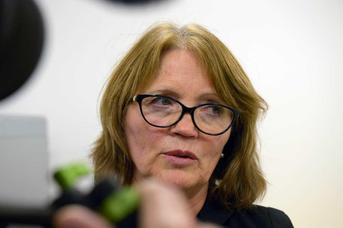 Advokat Inger Rönnbäck utanför rättegångssalen.