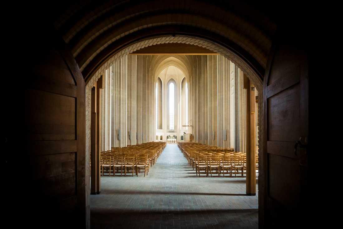 Grundtvigs kyrka i Köpenhamn med Kirkestolen, designad av Kaare Klint. Arkivbild.