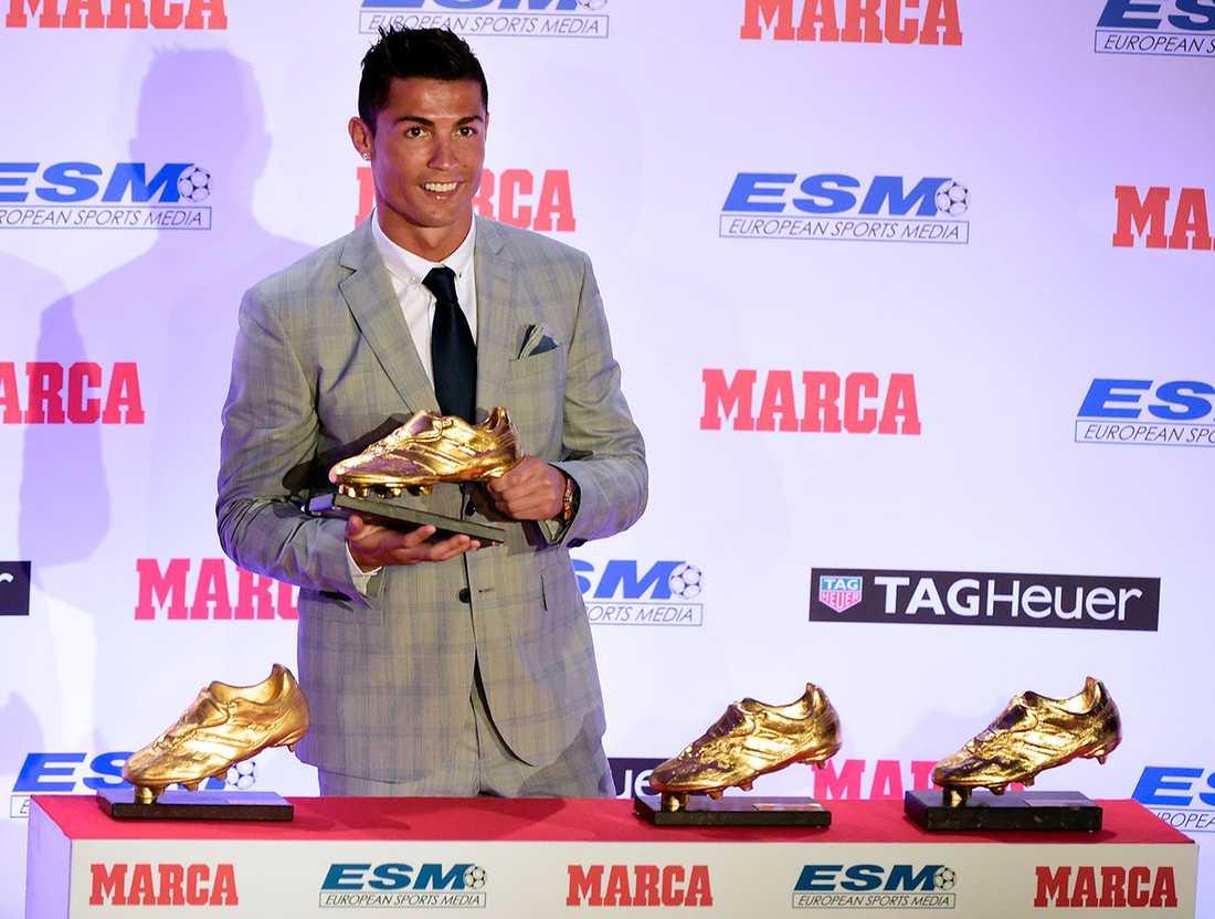 Ronaldo med alla sin fyra guldskor.
