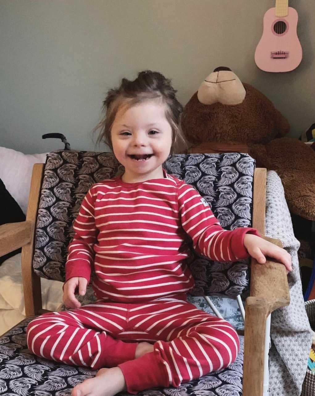 Sin första tid fick Milou bo på sjukhuset. I dag är hon snart fyra år och mår bra.