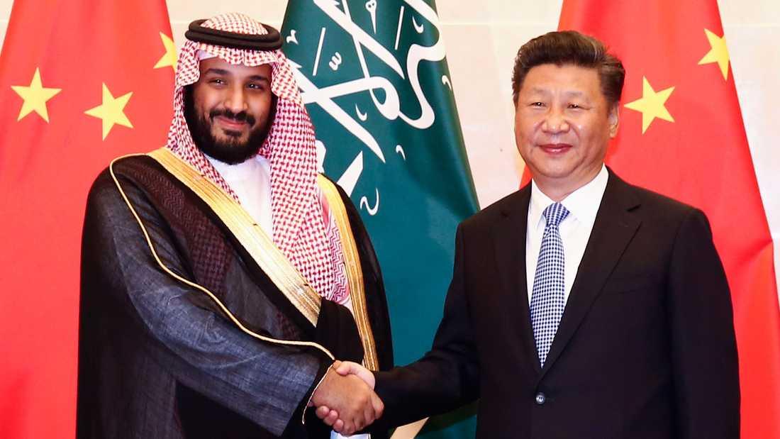 Saudiske kronprinsen Muhammed bin Salman och Kinas högste ledare Xi Jinping. Arkivbild.