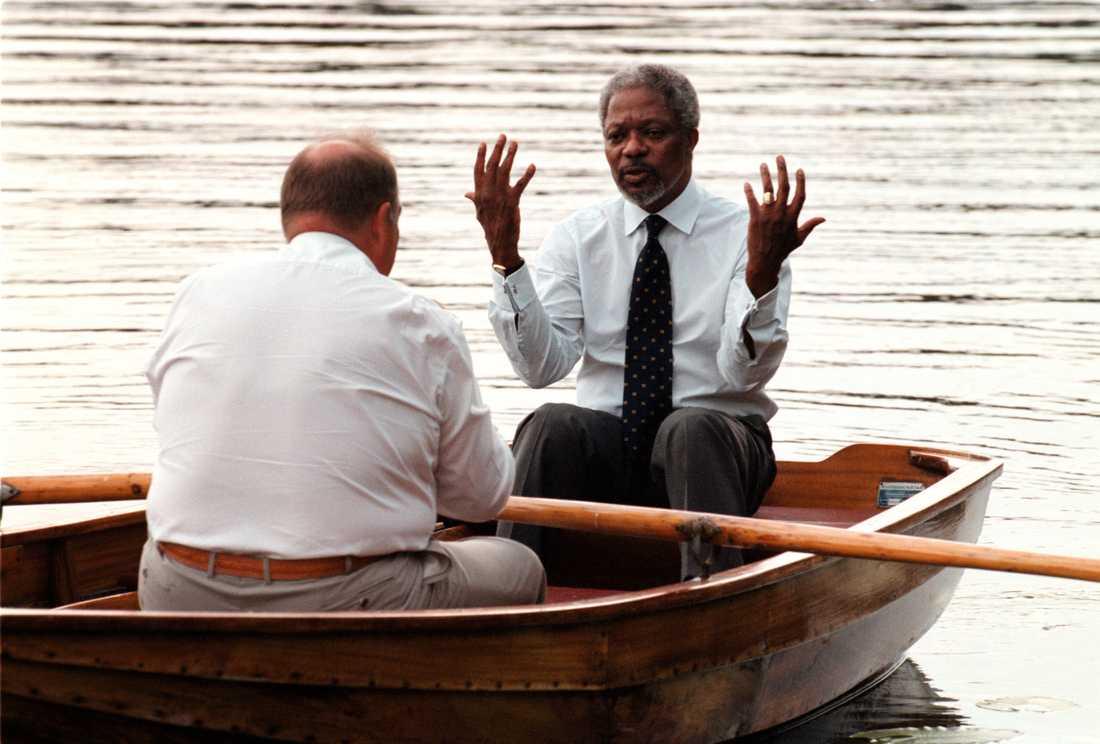 Göran Persson på roddtur med Kofi Annan 1997.
