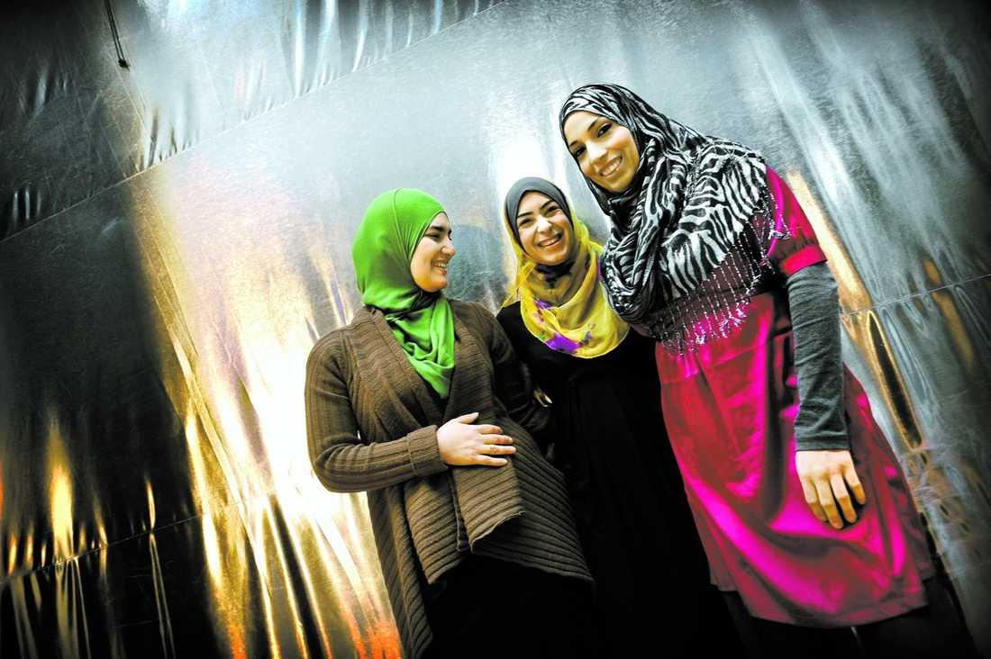 """""""LEDSAMT"""" Cherin Awad, Khadiga el Khabiry och Dalia Azzam medverkar i """"Halal-tv""""."""