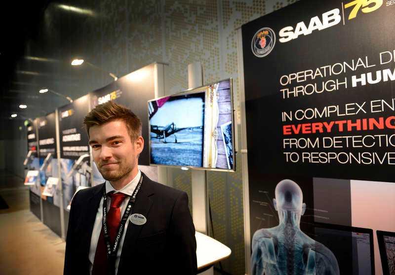 Saabs presschef Sebastian Carlsson berättar att de deltar i cirka 180 mässor per år runt om i världen.