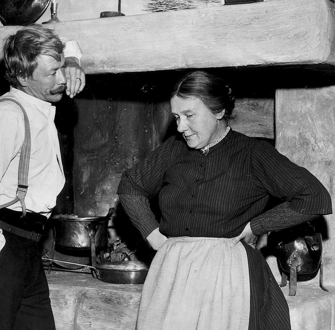 1966: Hemsöborna Spelade Madame Flod i filmatiseringen av August Strindbergs Hemsöborna. Här med Allan Edwall.