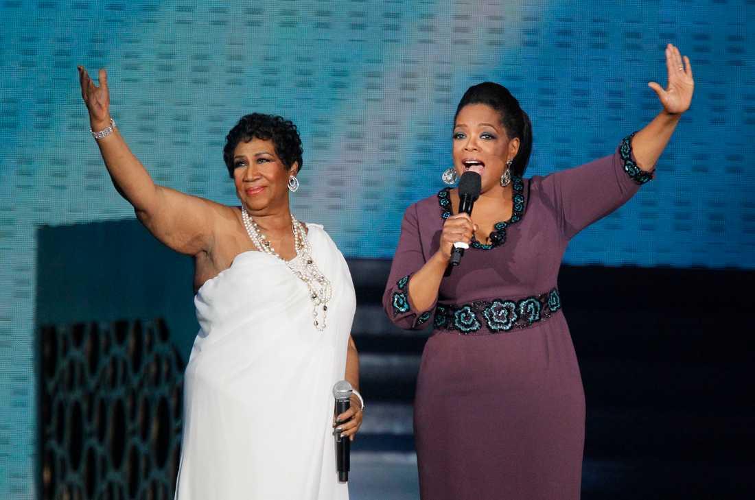 Franklin tillsammans med Oprah Winfrey vid tv-stjärnans avskedsföreställningar i Chicago i maj 2011.