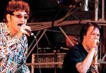 1996 sjunger Di Leva med Refused på Lolipopfestivalen.