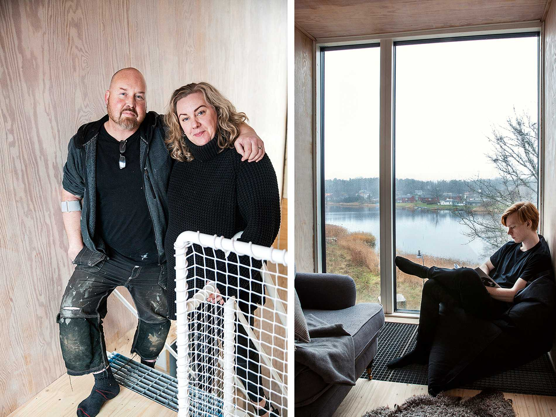 Thomas och Linda har byggt Sveriges första permanentboende av  containrar. Isak läser i örnnästet med utsikt över sjön. Härifrån är det 15 meter ner till vägen nedanför. Gallerdurken finns även i trappan till övervåningen och i hyllorna i köket.