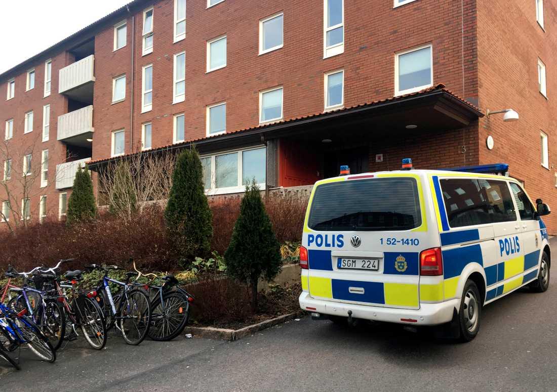 På torsdagsmorgonen gjorde Säkerhetspolisen insatser på flera platser i västra Sverige i samverkan med polisen och under ledning av Nationella operativa avdelningen (Noa). Ett av tillslagen gjordes i Biskopsgården.