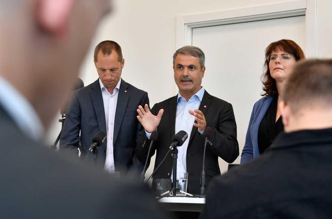 Minister Ibrahim Baylan och kommunala S-företrädarna Erik Pelling och Ebba Östlin.