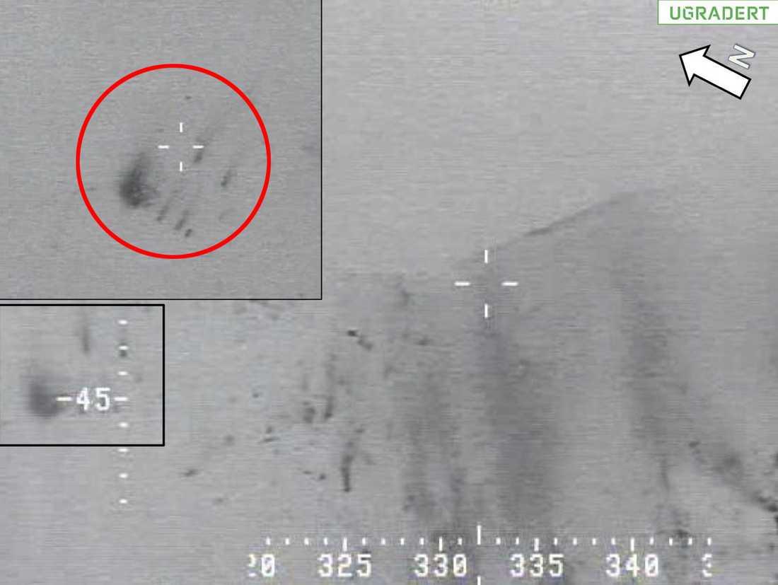 Norska försvaret har släppt bilder på vraket. Den röda ringen visar inzoomningen av vraket på Kebnekaise.