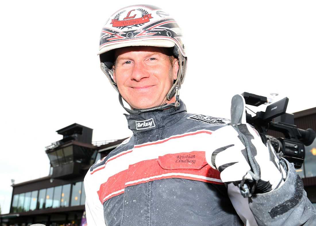 """Kristian Lindberg har fyra chanser på V75 och tänker inte ligga på latsidan: """"Får jag chansen så kör jag i spets med alla fyra""""."""