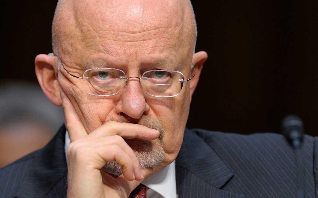Spionchefen James Clapper kallar läckan om USA:s nätövervakning ett hot mot landets säkerhet.