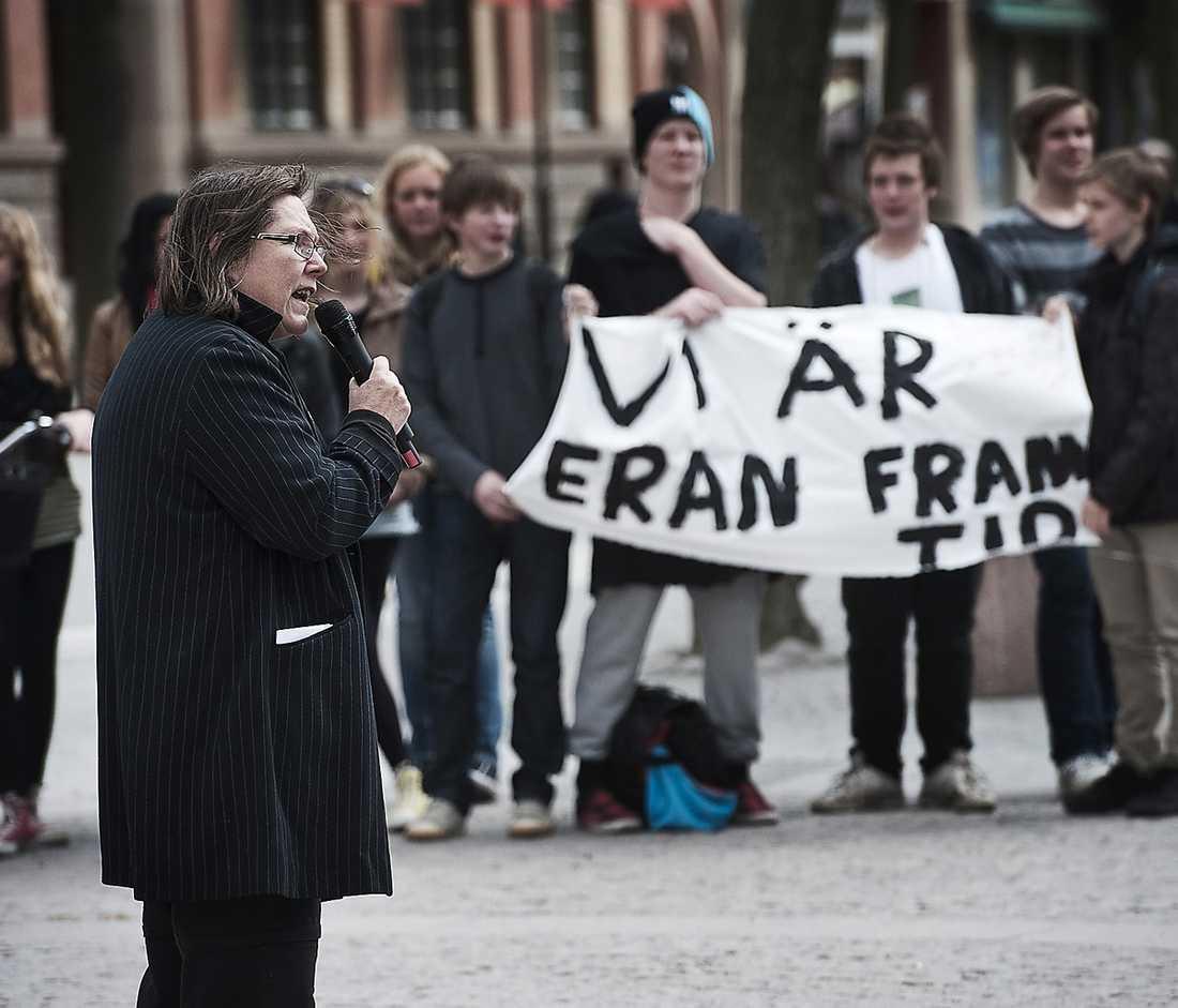 Debattörerna menar att det inte är en besparning med nedskärningar inom skolan. Bilden är från Katrineholm i år när ungdomar demonstrerade mot nedskärningar.