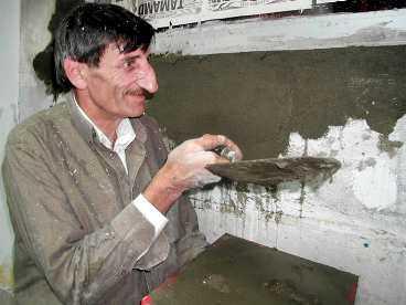 PÅ JOBBET Mehmet Ozyurek är byggjobbare i turkiska Artvin. Och världsrekordhållare.