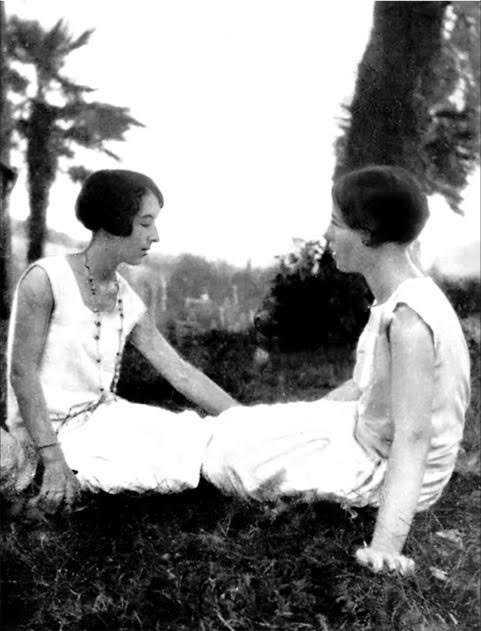 Zaza, Élisabeth Lacoin blev bara 21 år. 1954 skriver Simone de Beauvoir den nu publicerade romanen om deras vänskap.