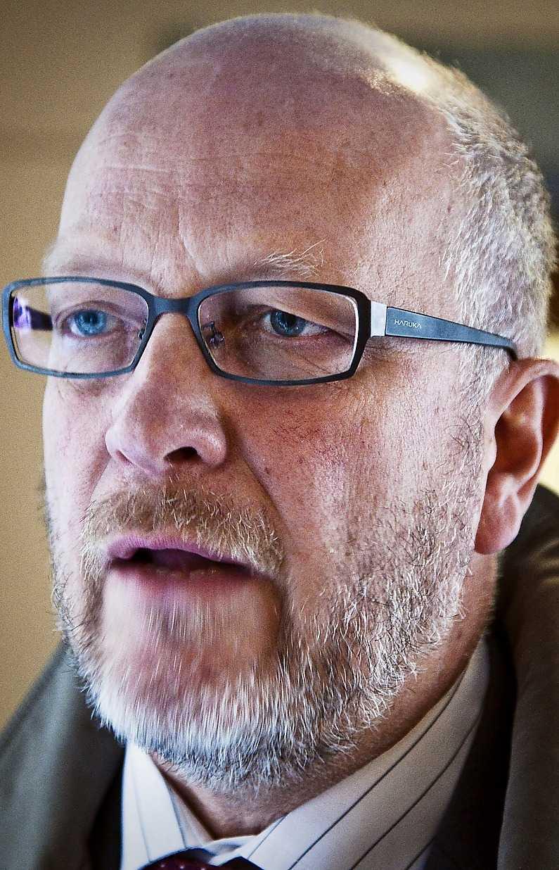 … och Sven-Erik Österberg tar över partiet efter Mona Sahlin.