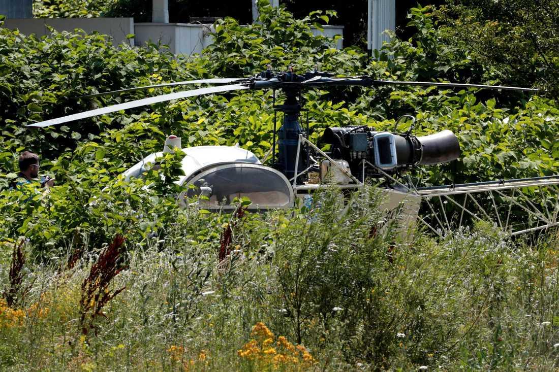 Medhjälparna landade på fängelsets rastgård och tog med sig gangstern.