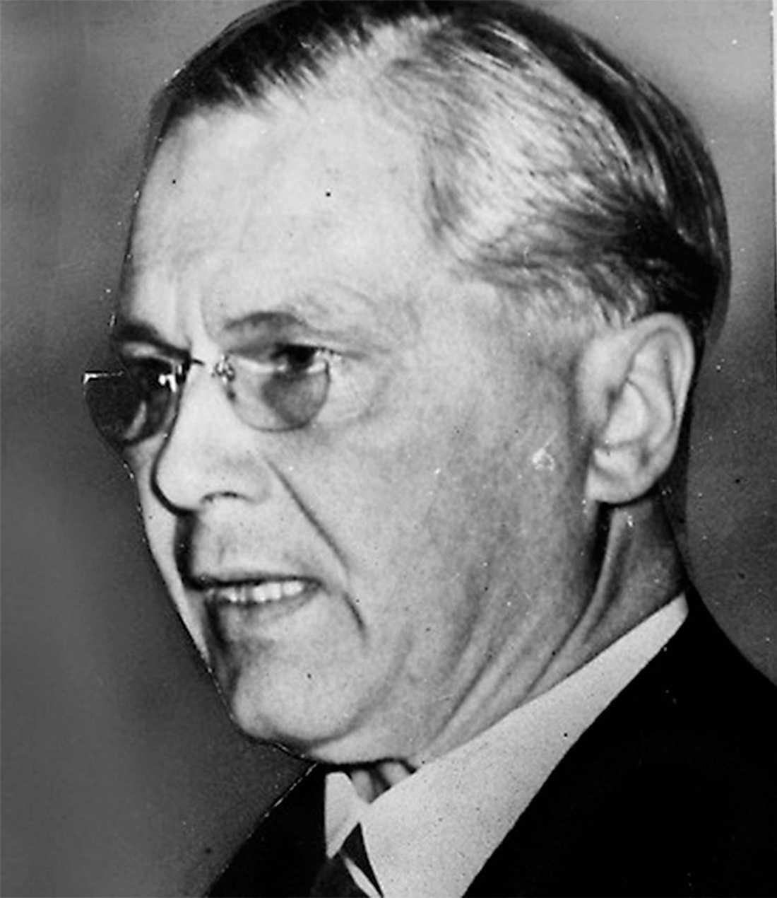 Gösta Bagge högerledaren, regerar med nationalsocialisterna.