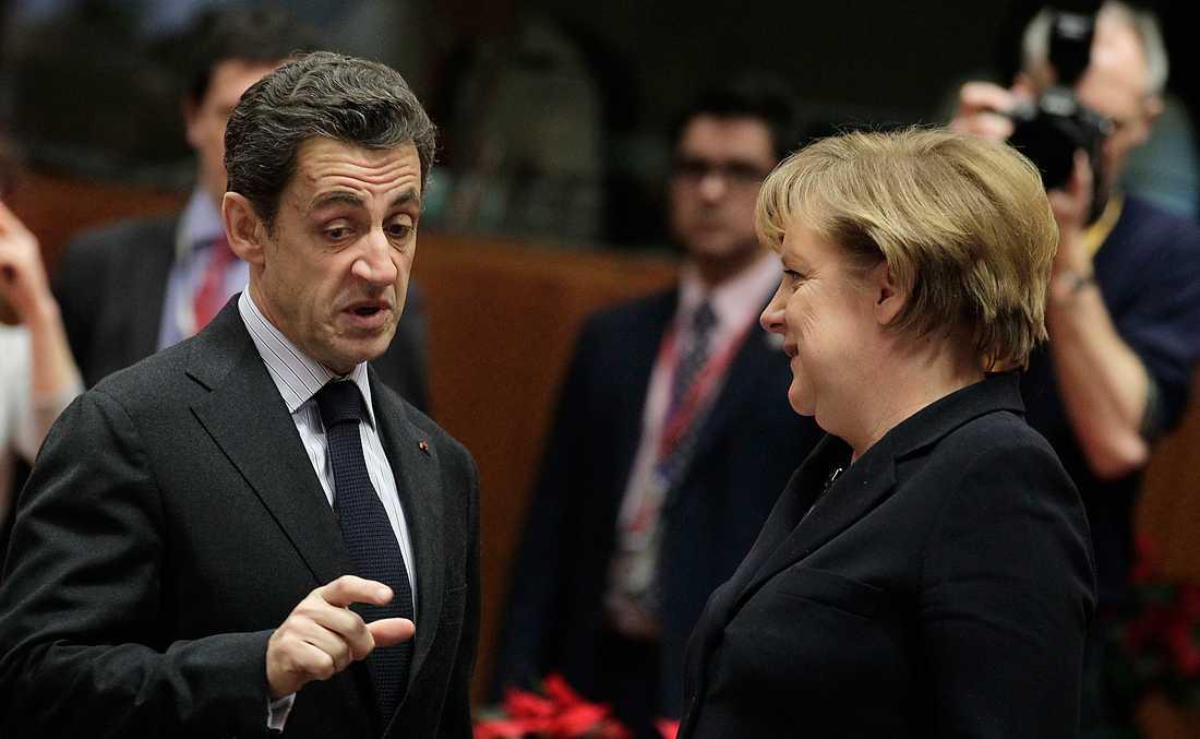 Nicolas Sarkozy, 34 % (i augusti) Tre opinionsmätningar visade att förtroendet var lågt för den franske presidenten efter hans hårda utspel under sommaren mot romer. Två av instituten visade att presidenten fick 34 procent. Ett av dem att han fick 36 procent. Enligt de tre instituten, Ipsos, Viacoice och Ifop, var siffrorna de lägsta sedan Sarkozy blev president 2007. ANGELA MERKEL, 30 % (i juli) SI juli hade förtroendesiffrorna för Tysklands förbundskansler Angela Merkel nått nya bottennivåer. Då hade hennes mitten-högerregering bara 30 procent i en mätning från mätinstitutet Forsa, det sämsta resultatet på 24 år. Hade det varit val vid den tiden hade regeringen förlorat makten, visade mätningen.