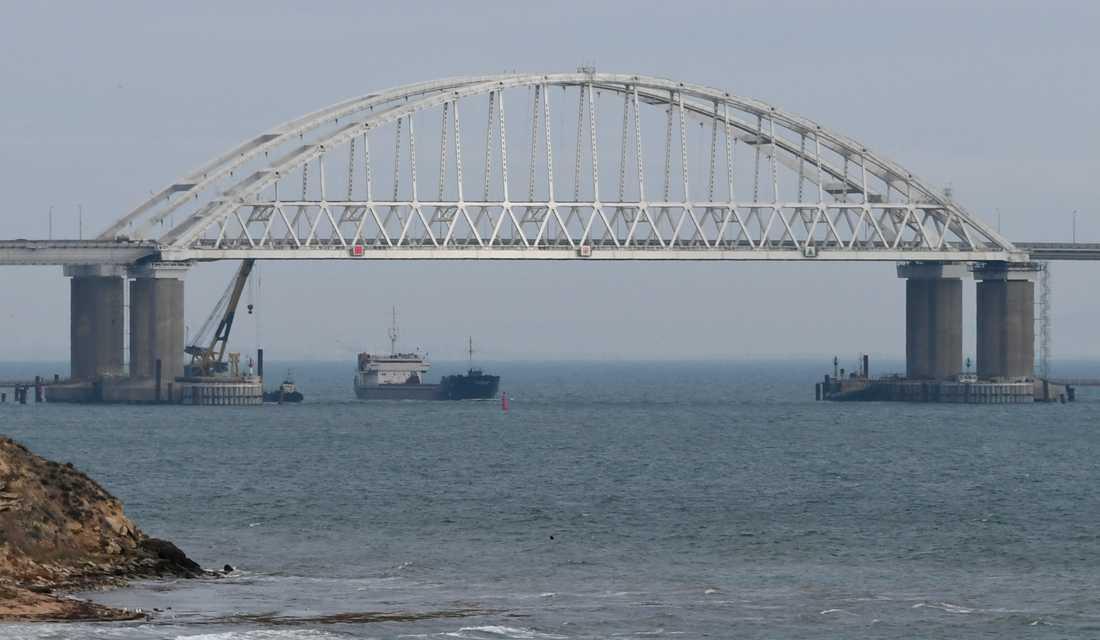 Bron över Kertjsundet, som Ryssland stängde för sjöfart i samband med söndagens händelser.