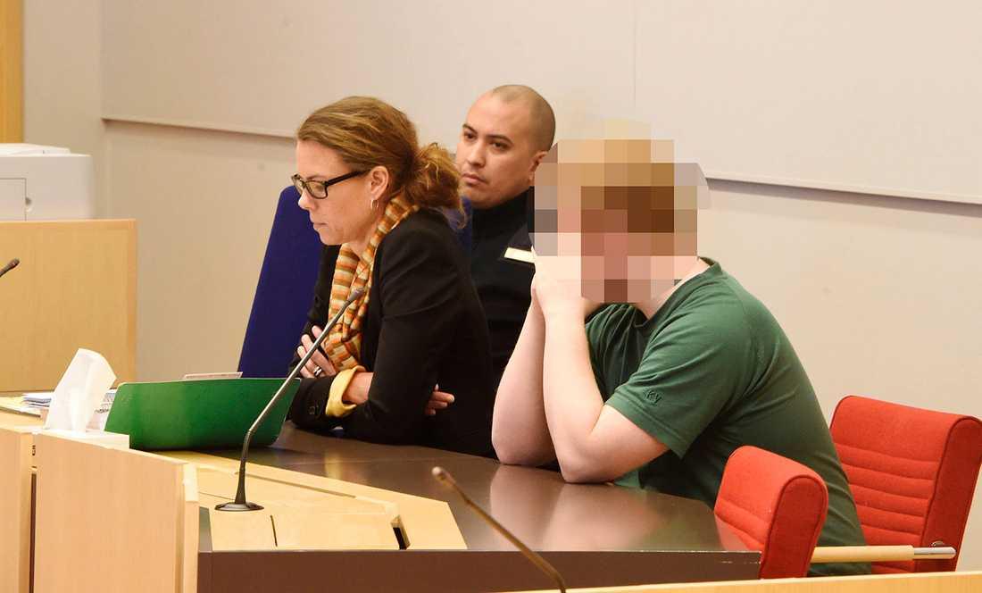 Den misstänkte 19-åringen i rättssalen.