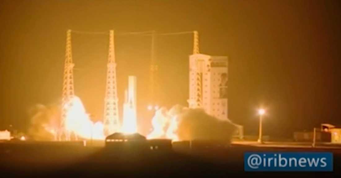 Iran satsar på egna satelliter. Bild från en uppskjutning i februari.