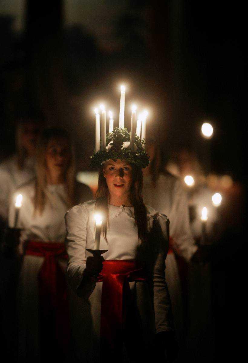 ExotiskHur kommer det sig att vi firar ett katolskt helgon från Syrakusa – med att sjunga en gammal neapolitansk fiskarsång?