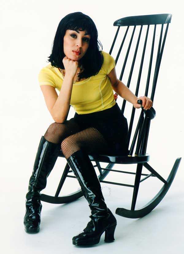 """Leila K Det fanns en tid - närmare bestämt 90-talet - då Leila K hade Sveriges och Europas dansscen för sina fötter. Hon var en hårdrappande, skränande dansdiva som föste ut hits som """"Rok The Nation"""", """"Electric"""", """"Open Sesame"""" och """"Ça Plane Pour Moi"""" på dansgolven, med hjälp av gruppen Rob'n'Raz och succéproducenten Max Martin."""