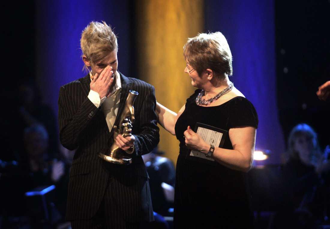 Maud Olofsson delade ut priset till Kristian Kabelacs på Svenska hjältar galan 2007.