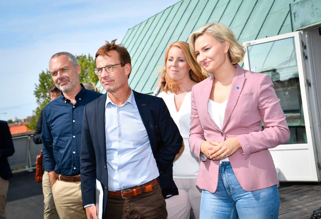 Alliansens partiledare, från vänster Jan Björklund (L), Ulf Kristersson (M), Annie Lööf (C) och Ebba Busch Thor (KD), på besök hos arbetsmarknadsprojektet Boost by FC Rosengård.