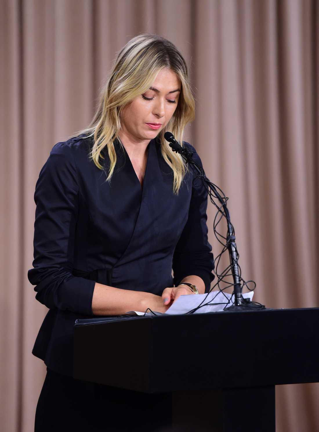 Sjarapova under presskonferensen i Los Angeles.