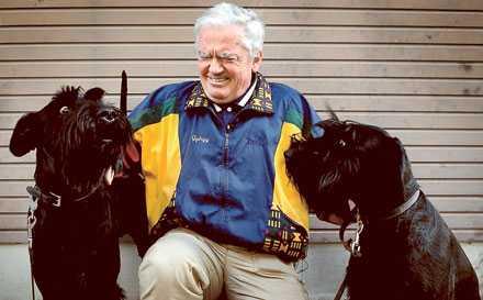 """""""En hund kan känna dofter 10000 gånger bättre än människan"""", säger cancerspecialisten György Horvath. Hanna och Lotti ser ut att hålla med."""