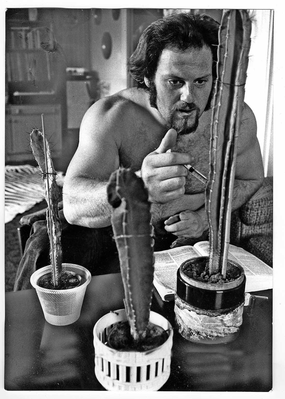 Ricky experimenterade med att dopa i kaktusar. En av dem dog.
