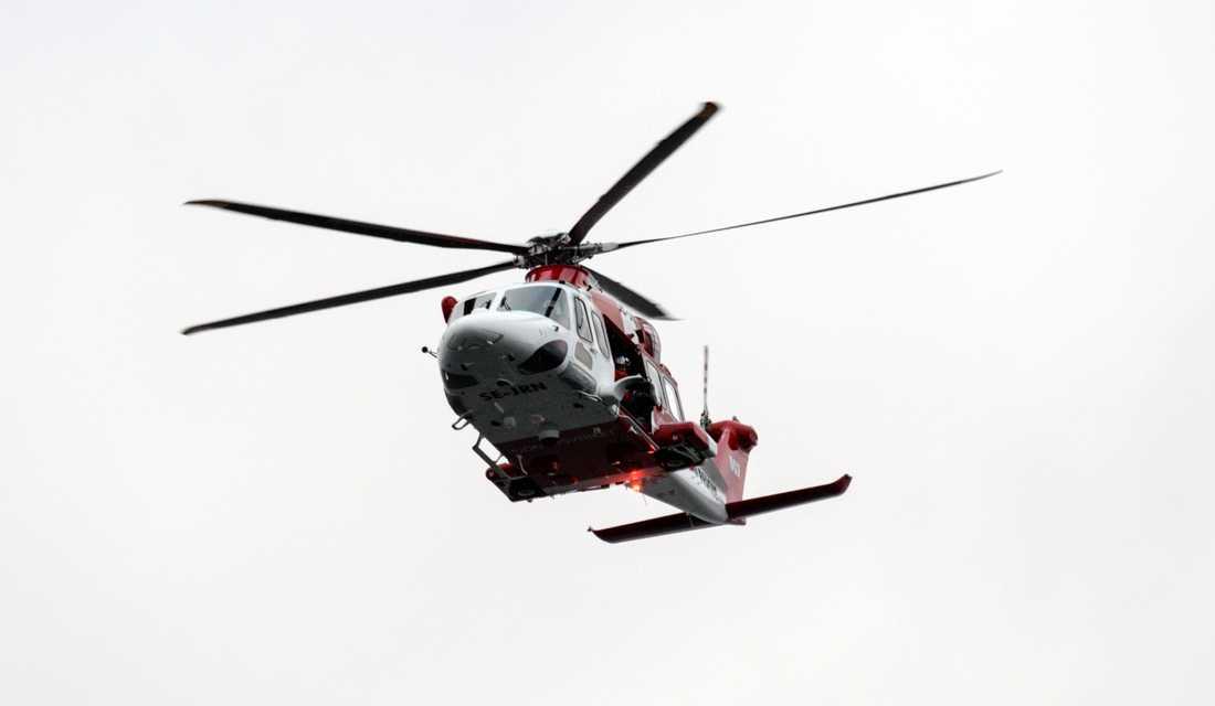 En man har omkommit i samband med en segeltur i Stockholms skärgård. Bland annat deltog en räddningshelikopter i räddningsinsatsen. Arkivbild.