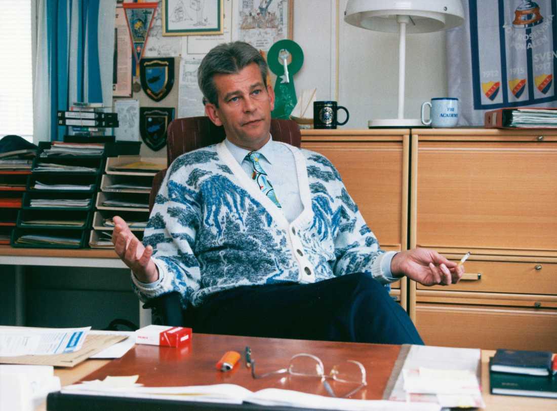 Hans Ölvebro var chef över Palmegruppen 1988 till 1997. Här vid sitt skrivbord 1994.