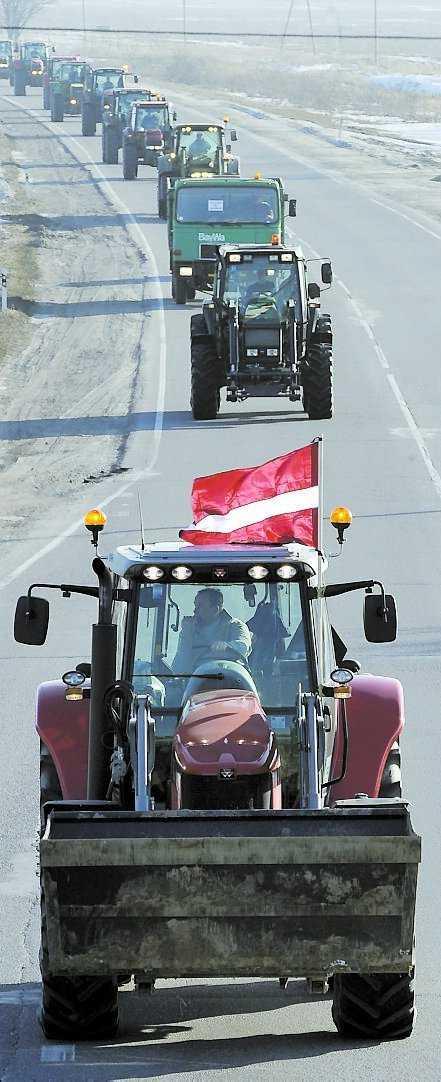 Lettiska bönder blockerar en väg.
