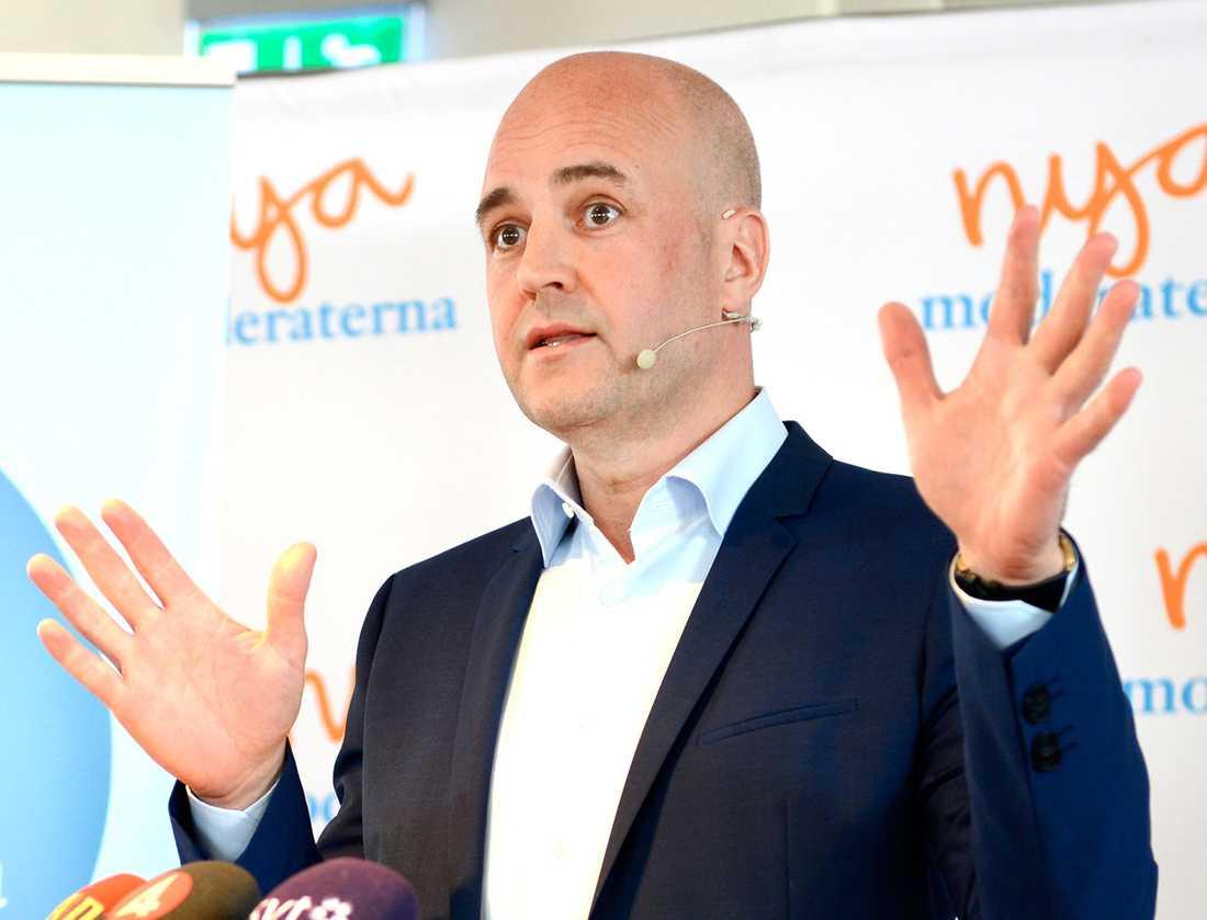 Rädda skolan I söndags höll statsminister Fredrik Reinfeldt sitt sommartal. Han  berättade då att han vill sänka skatterna med 16 miljarder. Det är knappast en hållbar  lösning på skolkrisen. Därför startar Aftonbladet nu en insamling – skriv på du också!
