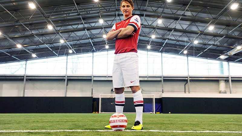 Kim Källström lånades ut till Arsenal vintern 2014, där han hann göra tre Premier League-matcher för Londonklubben.