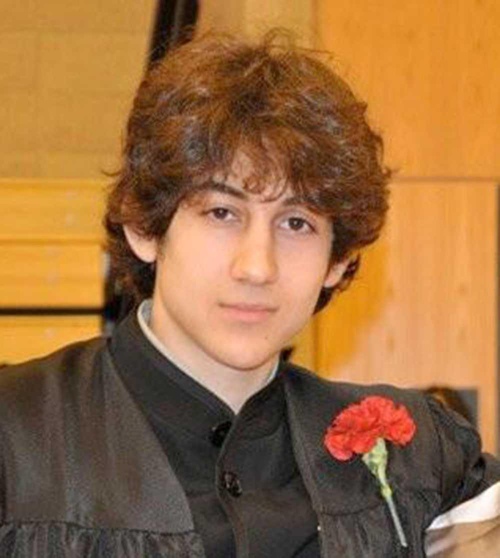 Dzjochar A Tsarnajev greps av polis. På bilden har han slutat i högstadiet.