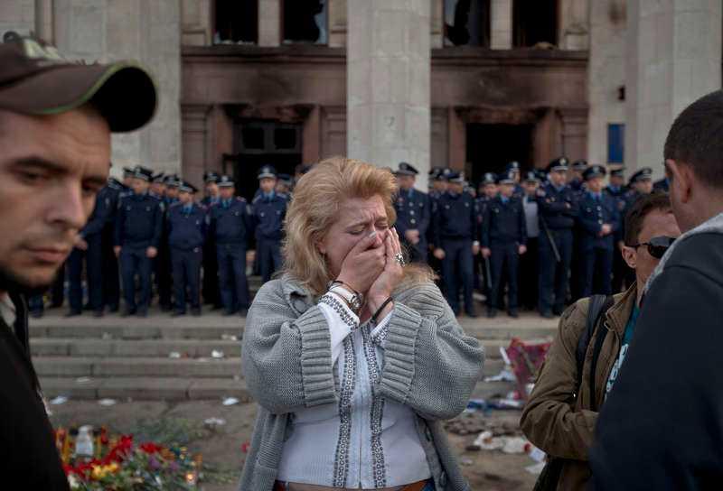 Beslutet att stoppa ABF-utställningen med bilder från massakern i ukrainska Odessa är ett angrepp på yttrandefriheten, skriver bland andra filmaren Maj Wechselmann.