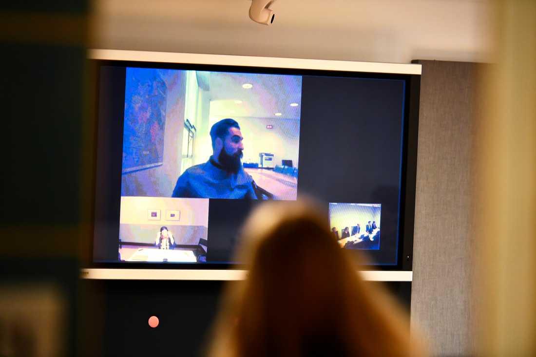 Jimmy Durmaz deltar i rättegången via videolänk.