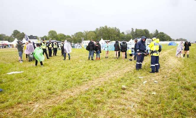 """""""Marken skakade till, sen såg vi att blixten slog ner i ett tält"""", berättar en festivalbesökare."""