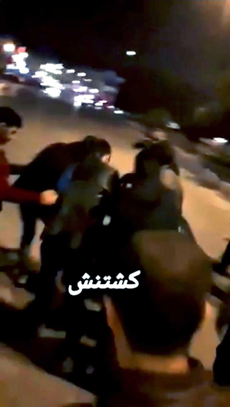 En video som Reuters kommit över inifrån Iran sägs visa hur en skadad man bärs iväg.