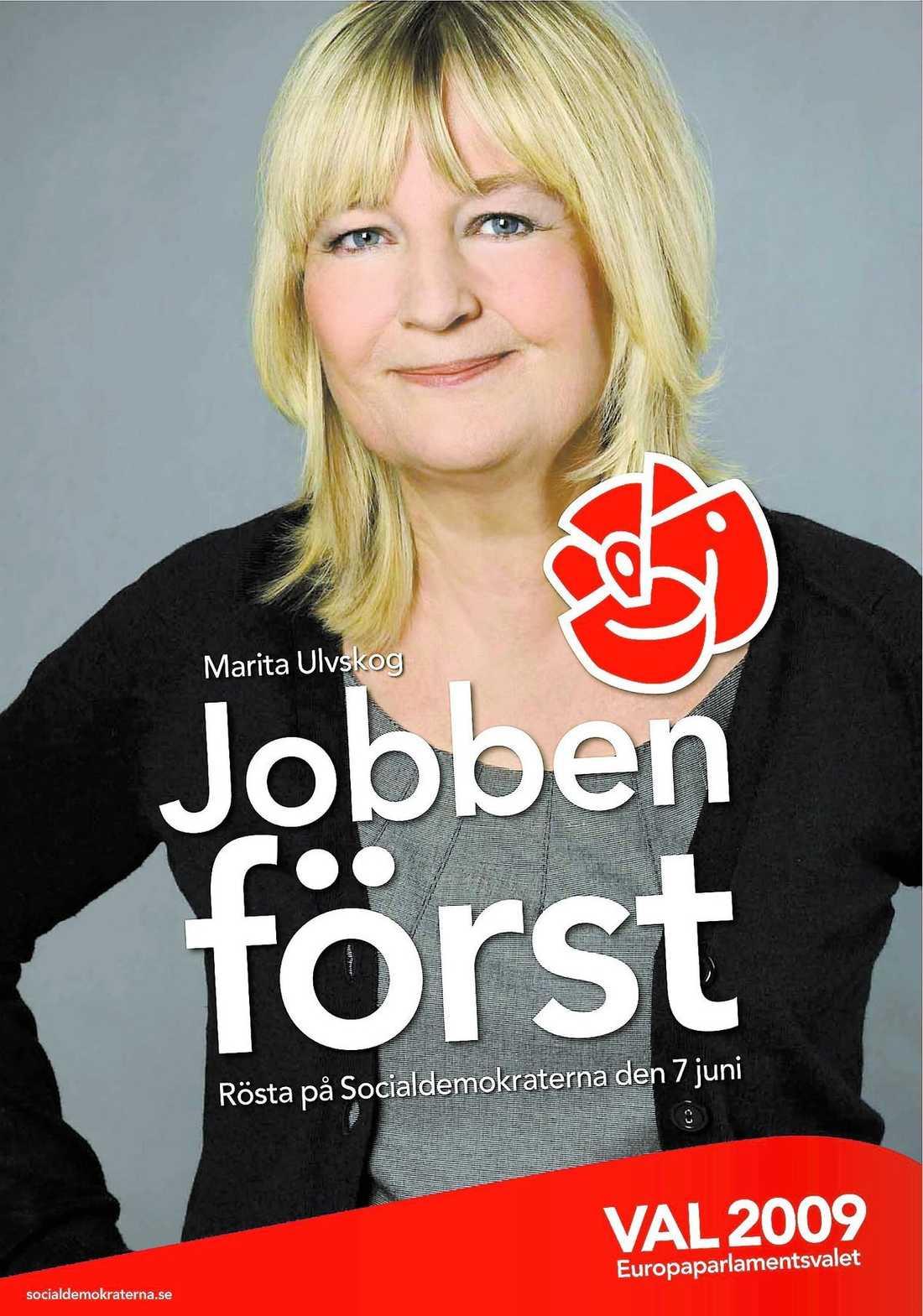 """""""man ska se fin ut"""" Marita Ulvskog (S) hårdsminkades och fick skor med skyhöga klackar inför fotograferingen till valaffischerna. """"Det är inte riktigt jag"""", säger hon själv. En annan kandidat som fått en rejäl uppfräschning på bilderna är Marit Paulsen (FP)."""
